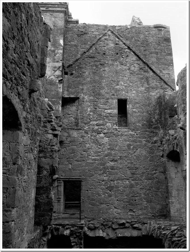 Carnassarie Castle 2