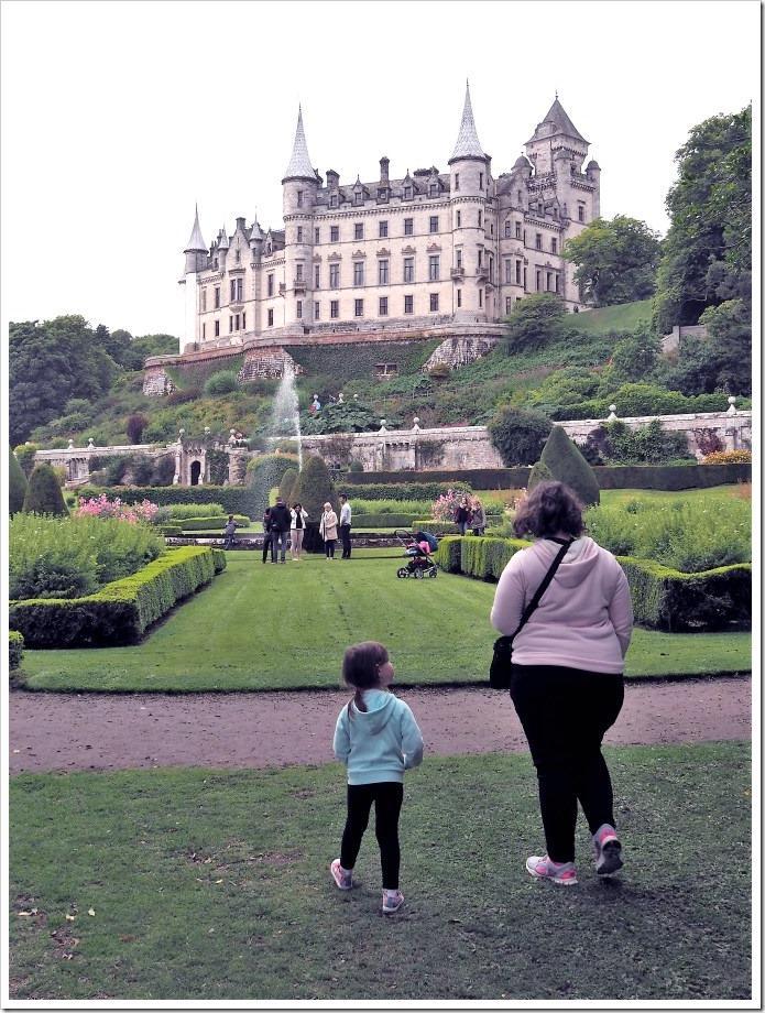 Dunrobin Castle Tourists