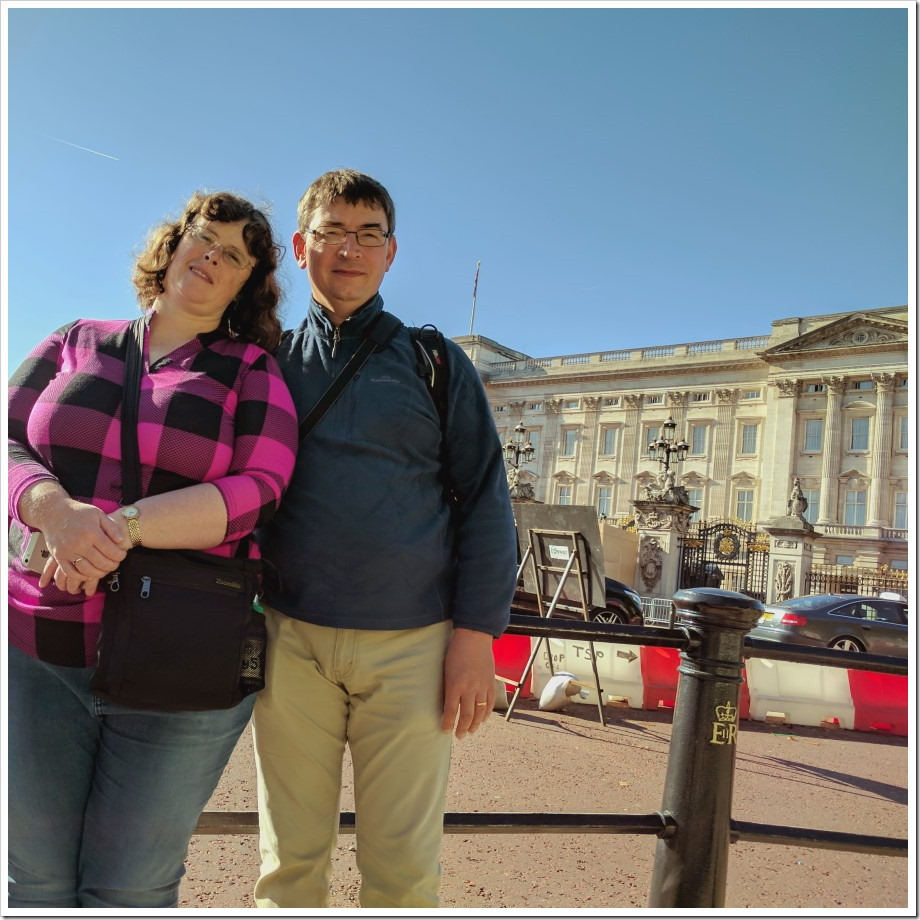 Buckingham Palace Couple